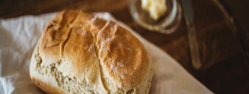 Am Gottesdienst am Karfreitag zum Brot des Lebens finden: Jesus Christus selbst und damit Gott, geht für uns an das Kreuz